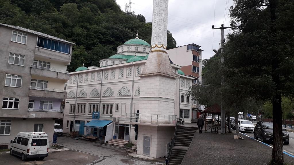 Camiler Kademeli Olarak İbadete Açılıyor