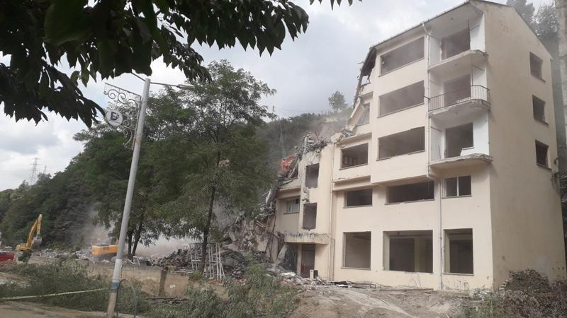 Doğankent ve Köylerinde hasarlı binalar yıkılıyor