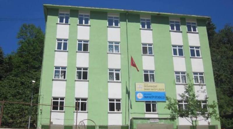 Doğankent ÇP Anadolu Lisesinden üniversiteye yerleşen öğrenciler