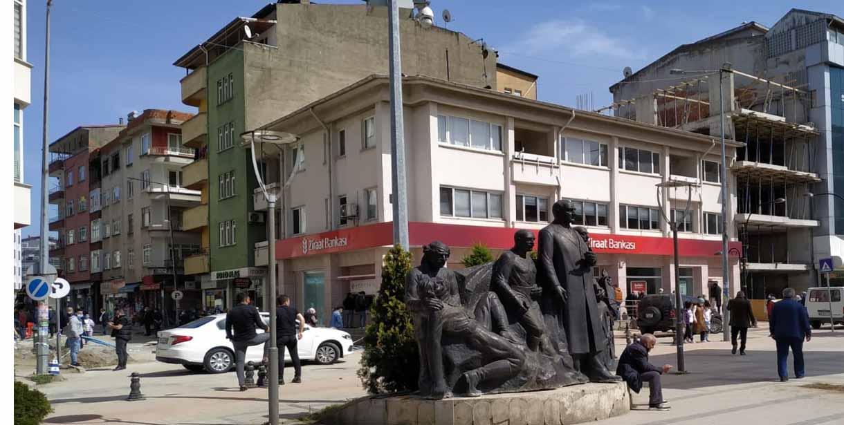Atatürk Anıtı Geçici Yerine Taşındı