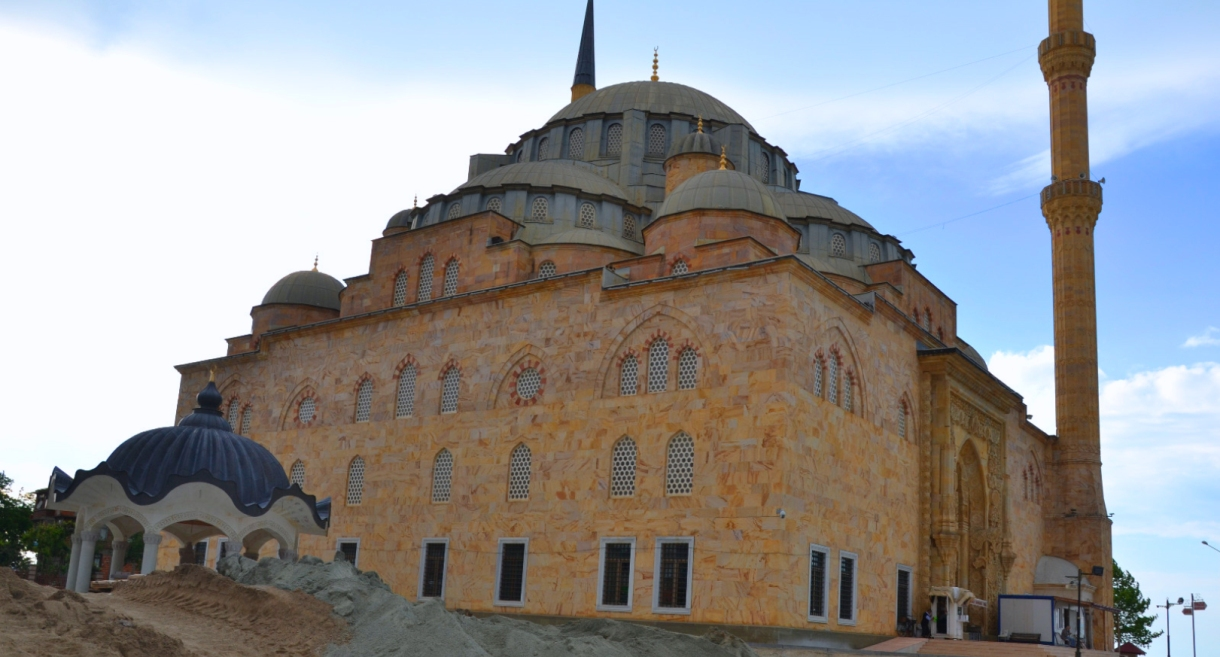 Sarayburnu Camii'nde Çevre Düzenlemesi Devam Ediyor