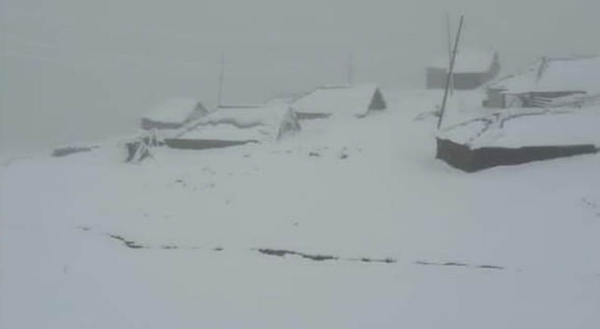 Yaylalara Mevsimin İlk Kar'ı Yağdı